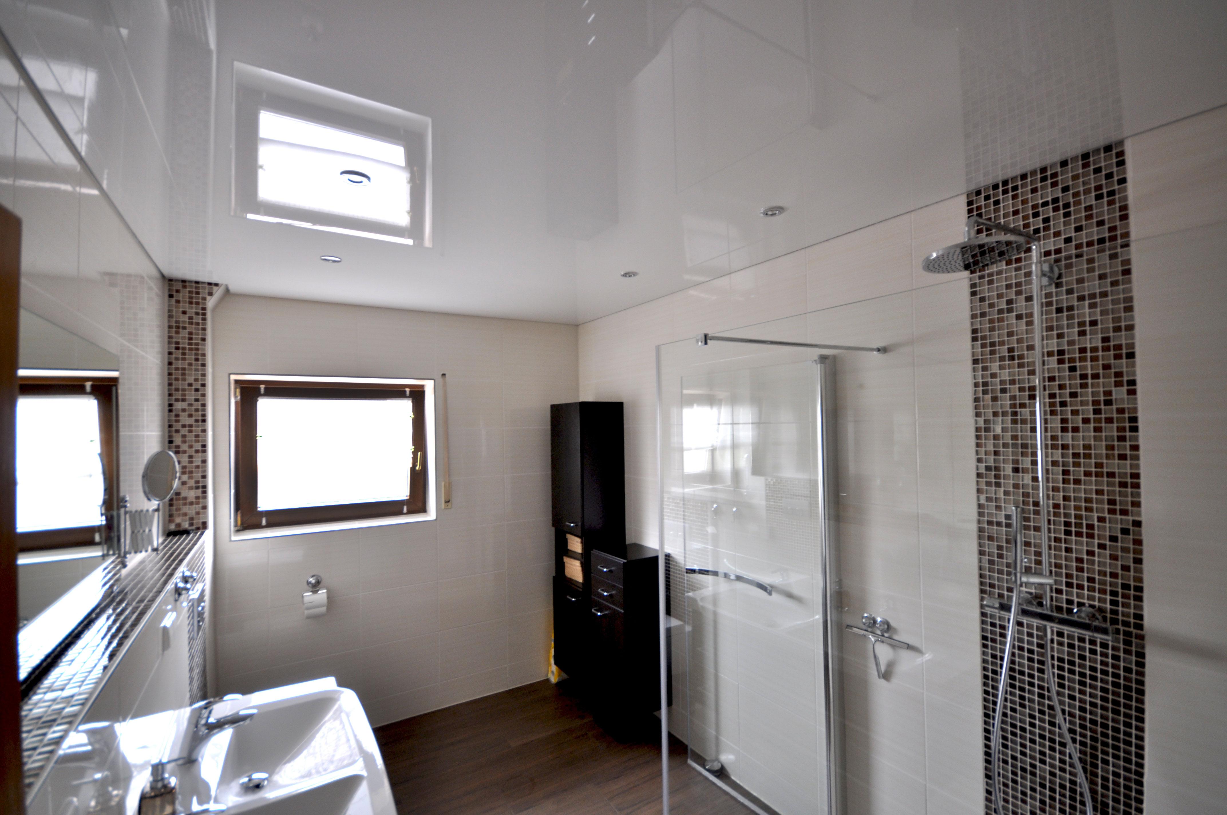spanndecken im badezimmer spanndecken duesseldorf dortmund. Black Bedroom Furniture Sets. Home Design Ideas